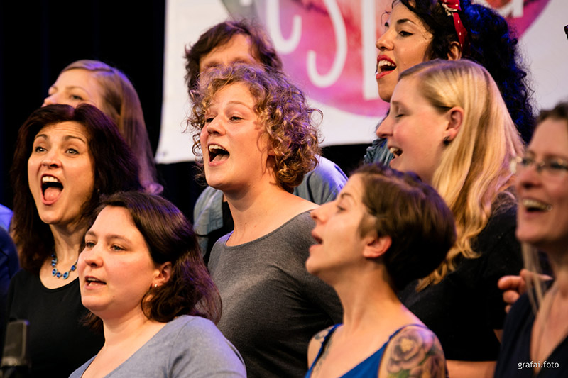 Chor singende Menschen für Fete de la Musique Berlin
