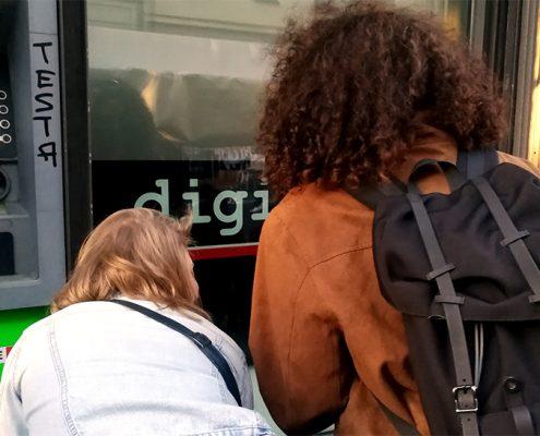 Bild von Rückseite von PAssantinnen Shana und Melissa