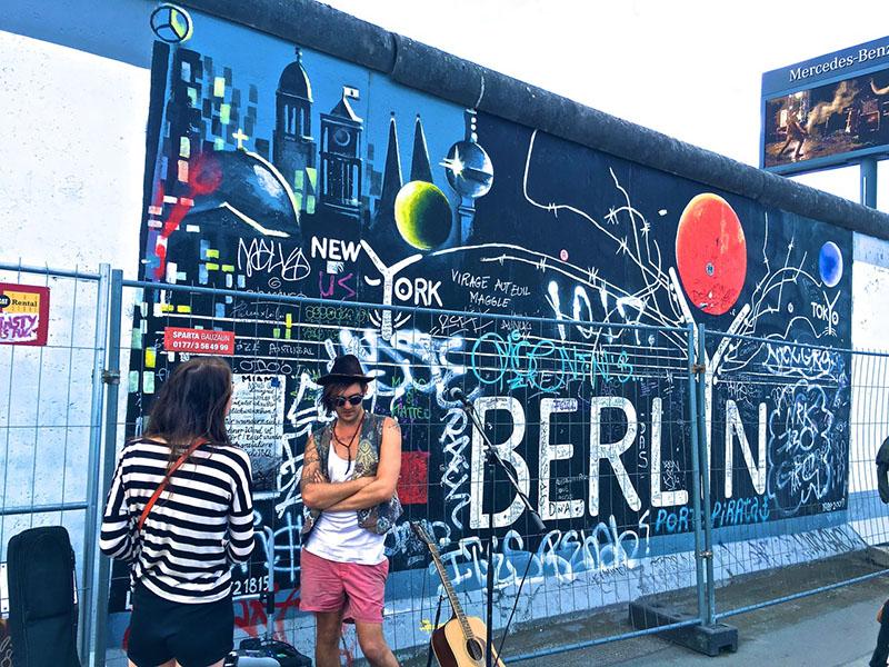 Musiker vor Berliner Mauer Fete de la Musique