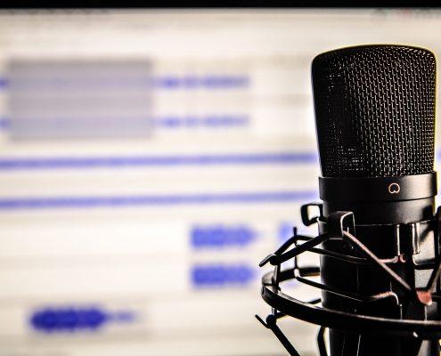 Radiomonitor und Mikrofon Podcast FETEBerlin fete de la musique